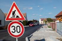 Na 28 milionů vyjde rekonstrukce Vidovské ulice v Roudném. Na financování se podílí obec a Jihočeský kraj. První etapa spojená s největším dopravním omezením je již hotová.