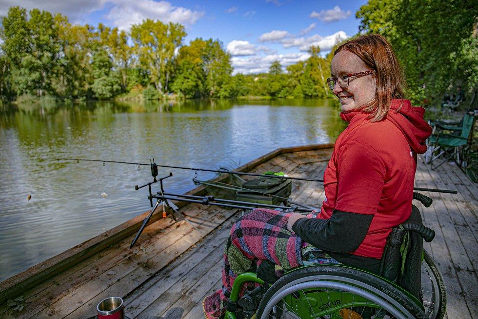 Speciální mola s nájezdovými rampami umožňují pohyb lidí na vozíčku.