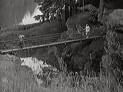 Lávka u soutoku nad Židovou strouhou. Na snímku z filmu Metráček po ní kráčí hlavní hrdinka Jitka Pažoutová.