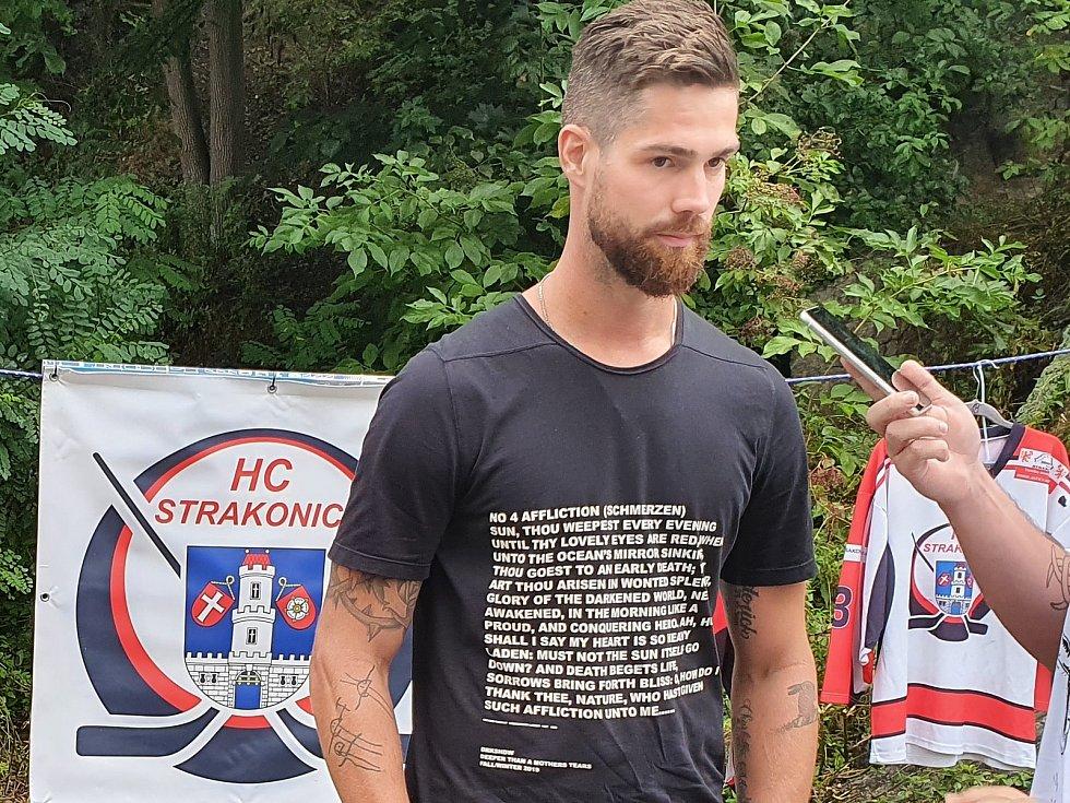 Hokejový brankář Alexander Salák
