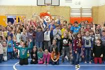 Maskot Berry navštívil Základní školu Matice školské
