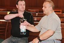 Gejza Ladič mladší (vpravo) dostal sedmiletý trest, vařič pervitinu Jiří Mikudim má za mřížemi strávit čtyři roky.