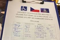 Falešní sbírková listina, kterou se podvodníci obcházející Budějovice prokazují, když žádají o příspěvek.