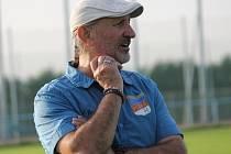 Trenér SK Planá Josef Cimburek.