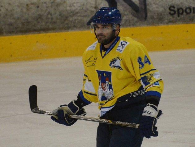 AUTOR dvou branek Josef Urbanec odmítl v prodloužení hattrick a vzápětí se z vítězné branky radovali hokejisté Havlíčkova Brodu. Ve čtvrtfinále se utkají s Táborem.