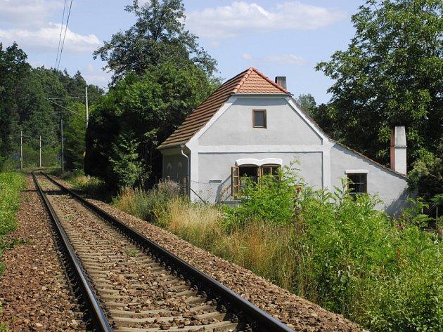 Bývalý strážník domek koněspřežky v obci Kamenný Újezd. Dnes je zrekonstruován do původní podoby. Snímek z roku 2013.