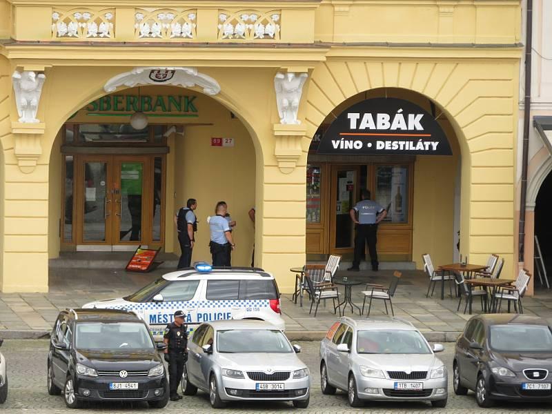 Všechny složky integrovaného záchranného systému zasahují na náměstí Přemysla Otakara II.