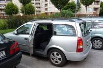 Majitelé aut by neměli nechávat při svém odchodu otevřené dveře či okna. Ilustrační foto.