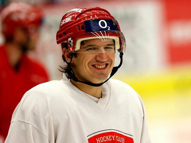 Posila z Pardubic. Michal Mikeska poprvé trénoval 5. října z českobudějovickými hokejisty.