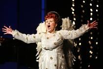 Jihočeské divadlo uvedlo 15. března premiéru komedie inspirované skutečným příběhem Florence Jenkinskové Je úchvatná!.