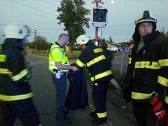 Ve středu večer se v Českých Budějovicích v Novohradské ulici u Mladého střetlo osobní auto s vlakem, Řidič od nehody ujel.