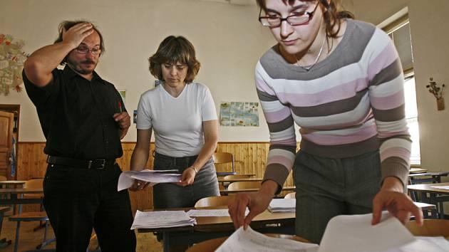 O zdokonalení v cizích jazycích dnes nestojí jen studenti, ale čím dál víc zájemců různého věku i profesí. Mezinárodní certifikát může být vstupenkou ke studiu či získání práce v zahraničí.