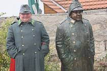 Jedinou sochu dobrého vojáka Švejka v České republice slavnostně odhalili 23. srpna v Putimi. Bronzová socha v životní velikosti stojí u putimského kamenného mostu.