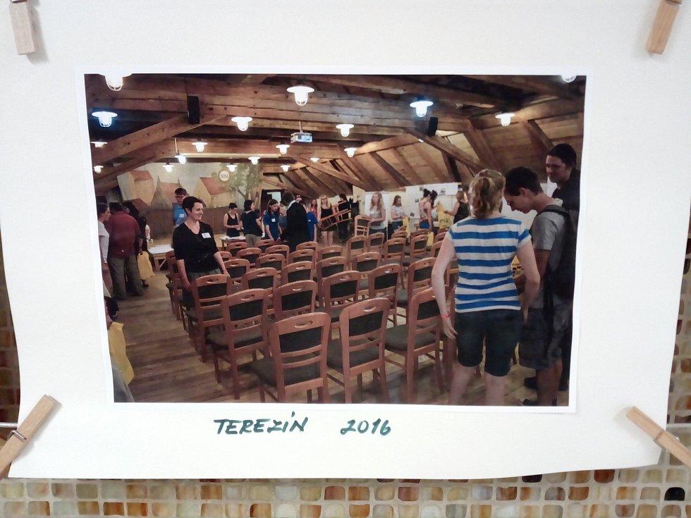 Na závěr projektu se školy sešly v Terezíně a navzájem si představily výsledky práce.