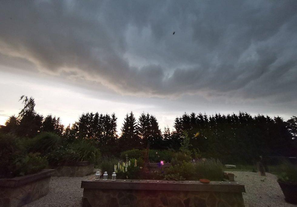 Bouřka ve Svojnicích.