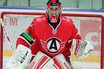 Jihočeský hokejový brankář  Jakub Kovář v letošní sezoně hájí branku Avtomobilistu Jekatěrinburg v KHL, kam odešel z HC Mountfield.
