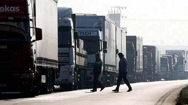 Kamionová doprava byla předmětem podnikání třeboňské firmy, jejíž jednatel čelí obžalobě z podvodů.