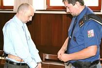 Roman Bedřich Kaněk (43) zůstává jako jediný z trojice obžalovaných ve vazbě. Nepravomocně dostal deset let.