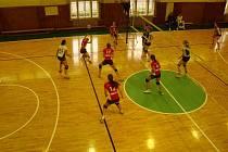V první volejbalové lize se dařilo mužům VK EGE. Ženy Madety naopak neuspěly v Rokycanech