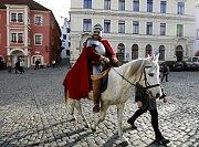 V Českém Krumlově zavedli tradici otevírání svatomartinského vína. Na Bílém koni přijel 11. listopadu svatý Martin a v 11.11 slavnostně na náměstí Svornosti otevřel mladé víno.
