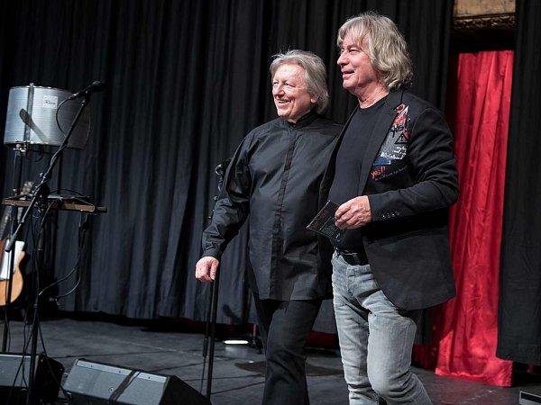 Pavel Žalman Lohonka oslavil 70.narozeniny čtyřhodinovým koncertem 20.března vpražské Lucerně. Bylo vyprodáno a folkové legendě gratulovala řada hudebních hostů. Žalmanovo nové CD pokřtil Václav Neckář, který pak zazpíval čtyři písně.