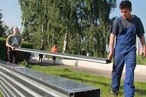 Rozebírání protipovodňové stěny na budějovickém nábřeží ve středu 19. června.