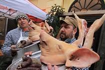 Od čtvrtka do pátku mohli lidé v Masných krámech v Českých Budějovicích ochutnávat speciality z domácí zabijačky.