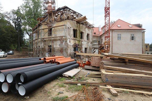 Zámeček vBoršově nad Vltavou prochází rekonstrukcí.