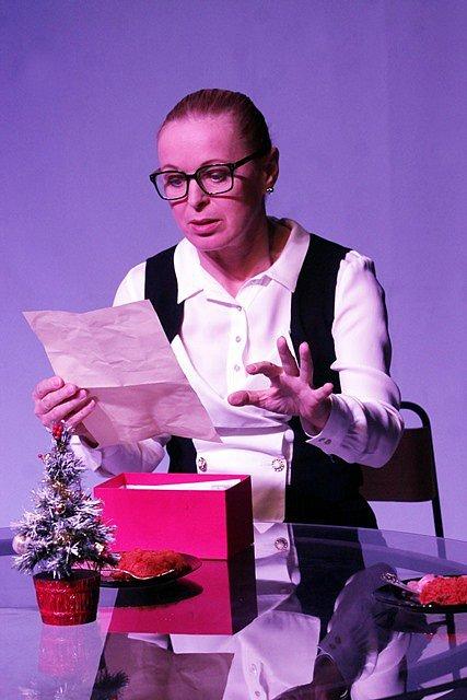 Tragikomedii Poker face nazkoušela činohra Jihočeského divadla pro úplně novou scénu Na Půdě. Hru napsal dramatik Petr Kolečko, jenž je známý mimo jiné jako spoluautor televizních seriálů Čtvrtá hvězda a Okresní přebor.