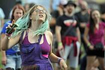 Táborský hudební festival Mighty Sounds dostal od krajské hygienicé stanice pokutu 500 000 korun za překročení hlukových limitů v roce 2014. Na snímku návštěvníci festivalu.