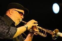 S Lennonem i Claptonem hrál americký jazzman, trumpetista Randy Brecker. V pátek nadchl publikum českobudějovické Besedy, kde vystoupil se slovenským AMC Triem.