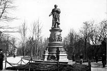 Původní pomník Vojtěcha Lanny.