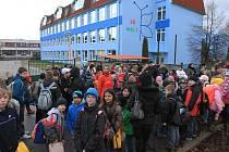 Nejpozději do konce března by měly být děti zpět ve své škole na Máji.