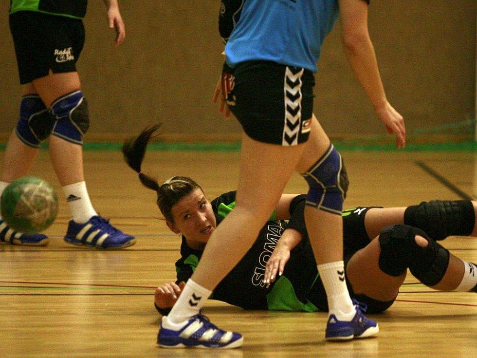 Simona Klečacká je v tom při absenci Keslerové sama - na její branky družstvo Loko ČB v I. lize žen v házené akutně spoléhá.