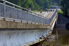 SRPEN 2002. Pořádně to schytal most poblíž Bavorova mezi Sviněticemi a Pražákem, tzv. v Korázu.