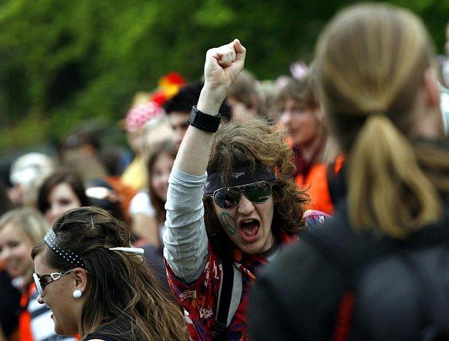 Barevným průvodem městem a následnou volbou krále/královny vyvrcholila v pátek 7. května tradiční oslava jara a  studentského života Majáles v Českých Budějovicích.