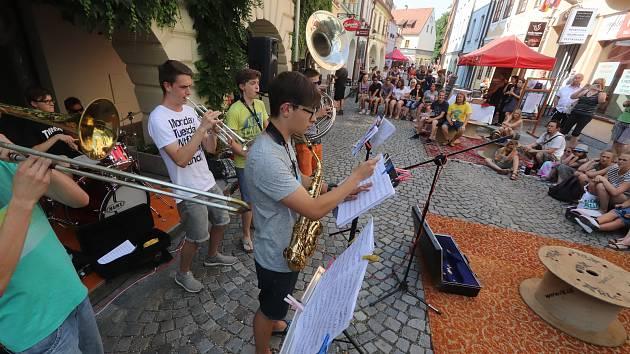 Sousedská slavnost Plachanda Open vylákala do Plachého ulice v Českých Budějovicích nejen sousedy.