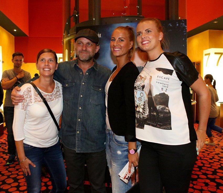 Thriller o Radovanu Krejčířovi nazvaný Gangster Ka uvedli v předpremiéře v českobudějovickém multikině jeho tvůrci. Na snímku s diváky Hynek Čermák, který hraje Krejčíře.