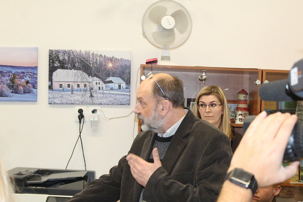 V Trhových Svinech byla 30. listopadu 2018 představena poštovní známka s portrétem JUDr. Emila Háchy, který z města pocházel. Akce se zúčastnili zástupci města i početní zájemci z řad veřejnosti.