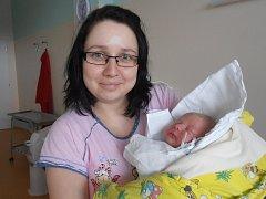 V náručí šťastné maminky Nely Fucimanové si spokojeně hoví Ema Nachtigalová. 3,30 kg vážící holčička se narodila v úterý 12. 1. 2016 v 11 hodin a 25 minut. Vyrůstat bude v Plané u Českých Budějovic, kde už se na ni moc těší tatínek Lubomír Nachtigal.