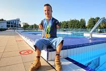 Arnošt Petráček si doplaval pro světový rekord.