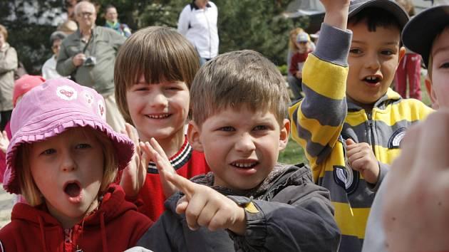 Den země ve čtvrtek odpoledne oslavily i děti a jejich rodiče v mateřské škole Františka Ondříčka na sídlišti Vltava.