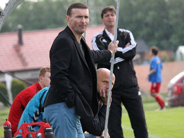 Trenér Týna Petr Novotný. Olešník ve šlágru I.A třídy vyhrál nad Týnem 3:0 a posunul se před Olympii na druhé místo.