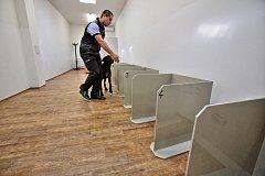 Čtyřnozí specialisté očichávají pachové konzervy a pomáhají usvědčit pachatele. K tomu, aby mohli psi psychicky náročnou práci vykonávat, je nutná jejich odolnost. Talentovaného křížence ohaře si policisté našli v psím útulku.