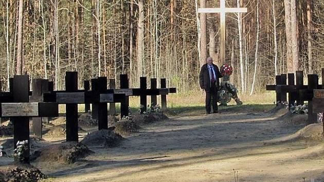 Stará se o hroby německých padlých.