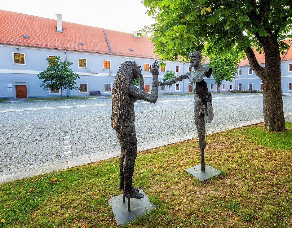 Třeboňský sochařský svět zdobí jihočeské malebné město už jen pár dní.
