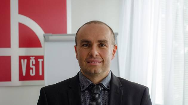 Rektor VŠTE byl jmenován profesorem.