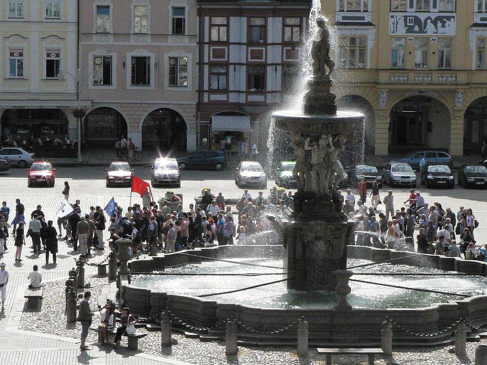 Stávka v Budějovicích. Průvod odborářů.