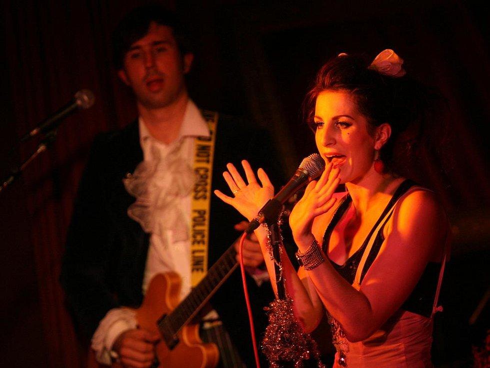 Klára Vytisková z kapely Toxique na koncertě v českobudějovickém klubu Solnice.