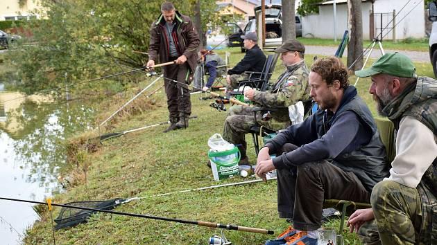 Ve Chvalešovicích na Václava rybařili, v Dřítni koncertovali.